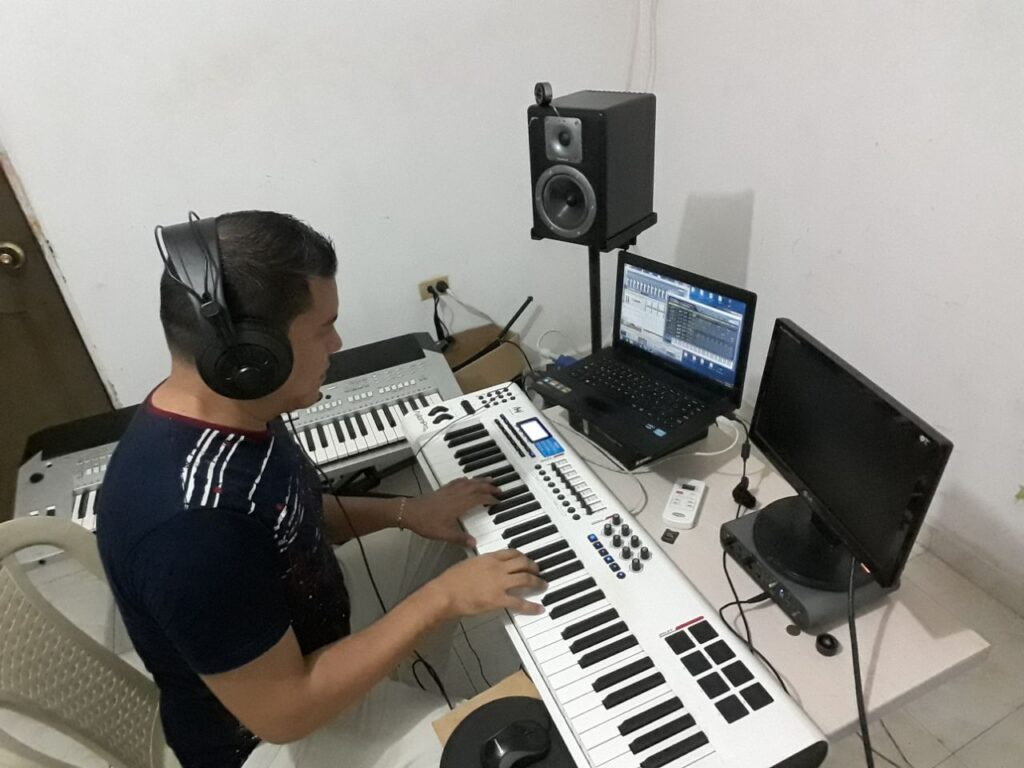 Ronald De La Hoz - Productor musical